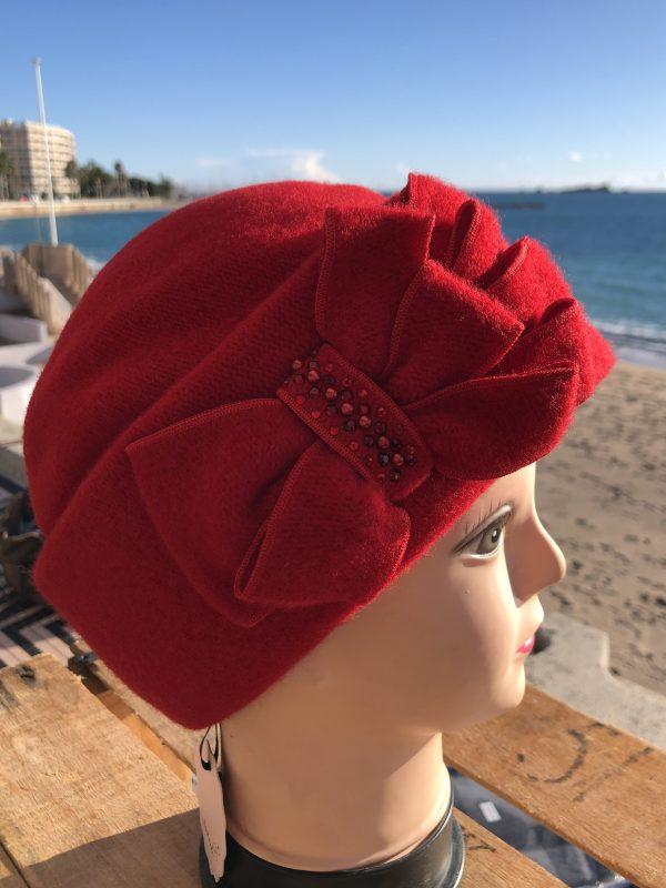 laine vierge , rouge , avec motifs